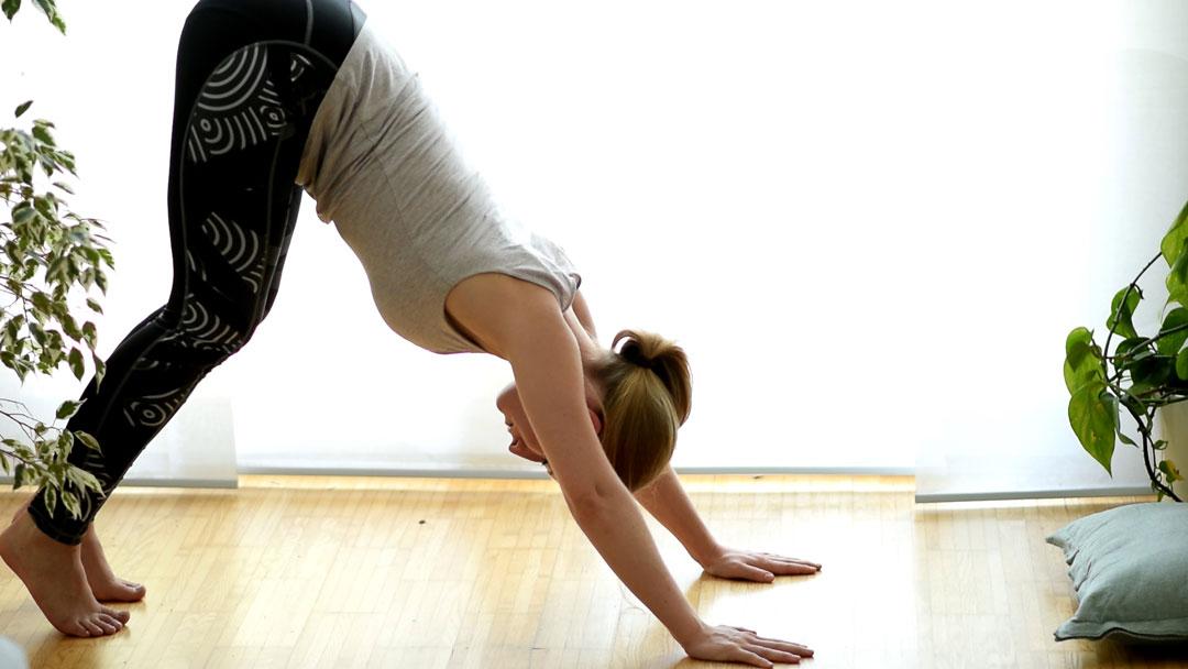 Yoga Übung zur Mobilisation der Wirbelsäule